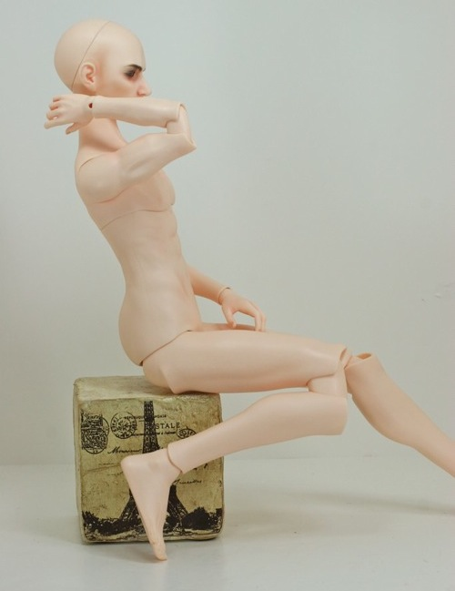 Pose showing elbow and knee joints