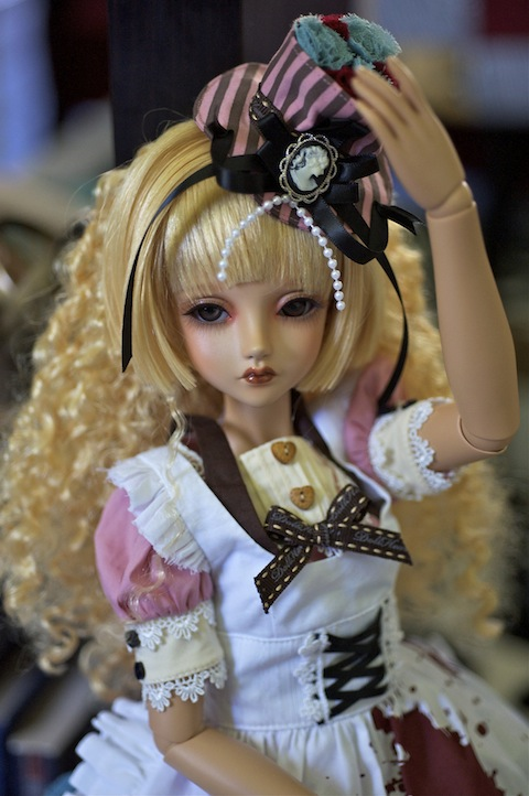 "FOC Briana, tan (The Glamour limited edition), DollHeart wig and outfit, ""Pinky Alice"