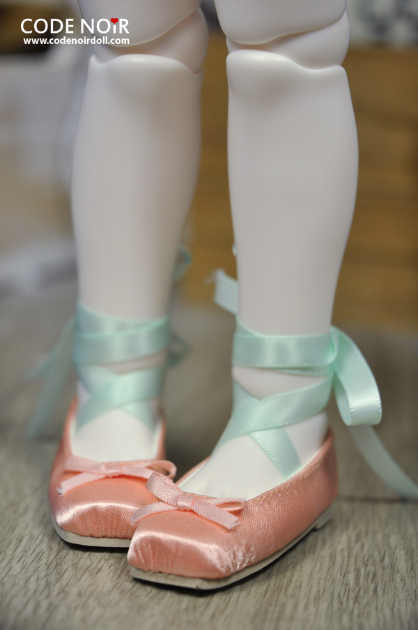 Ballet slippers in apricot and green